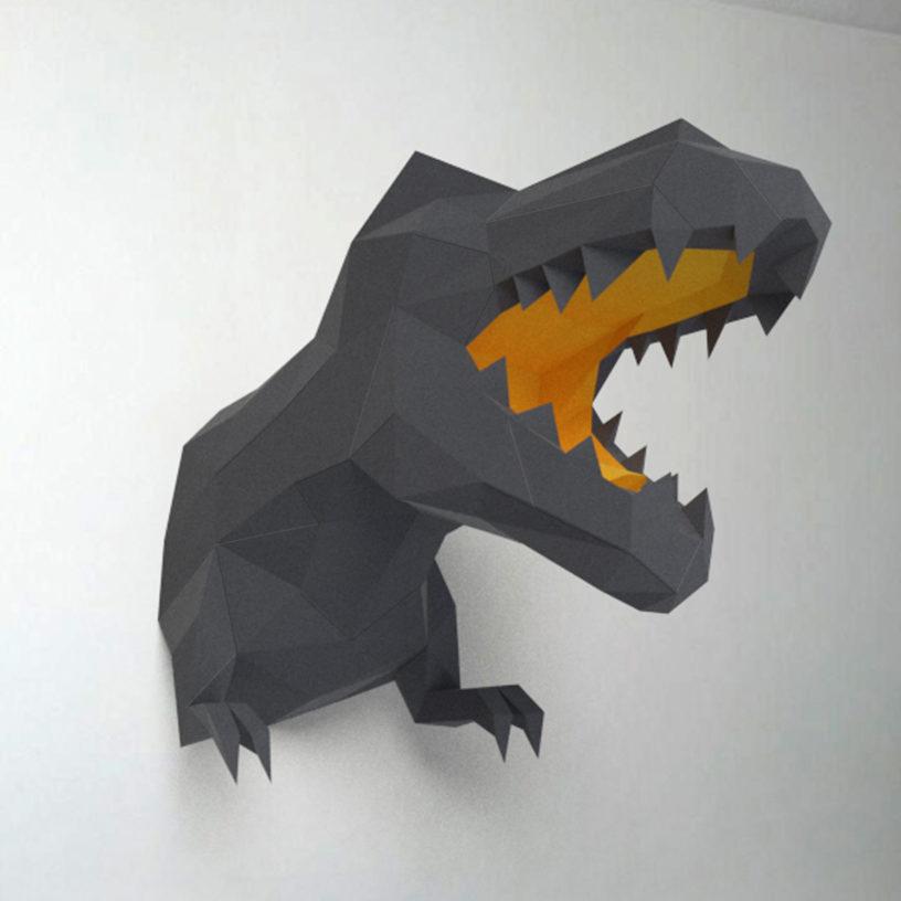 Dinossauro cinza e amarelo