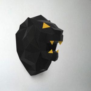 leão preto e amarelo