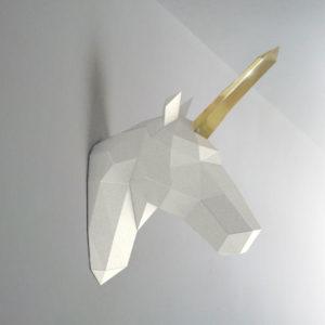 Unicórnio branco dourado