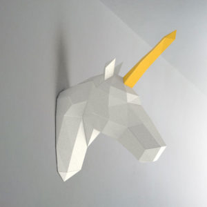 Unicórnio branco amarelo