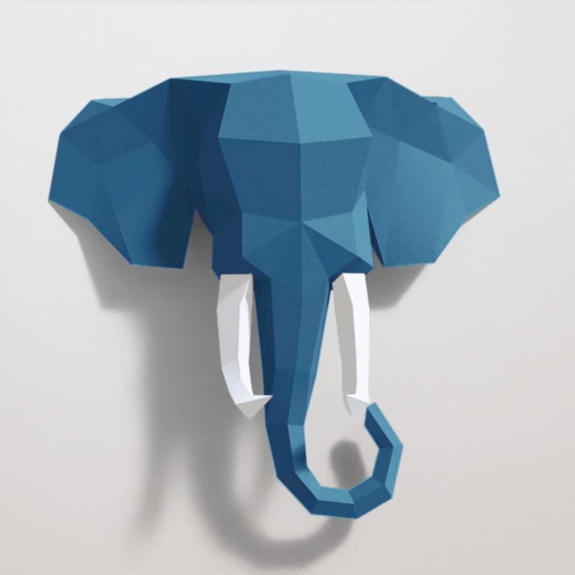 Elefante azul e branco