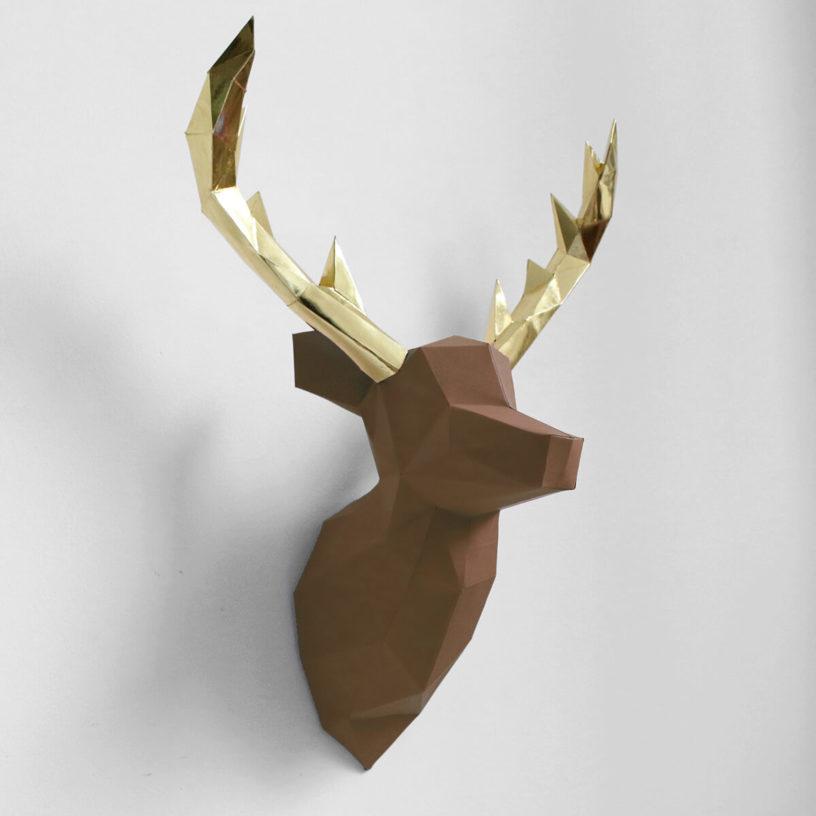 cervo marrom dourado