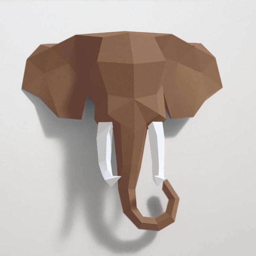 Elefante marrom e branco
